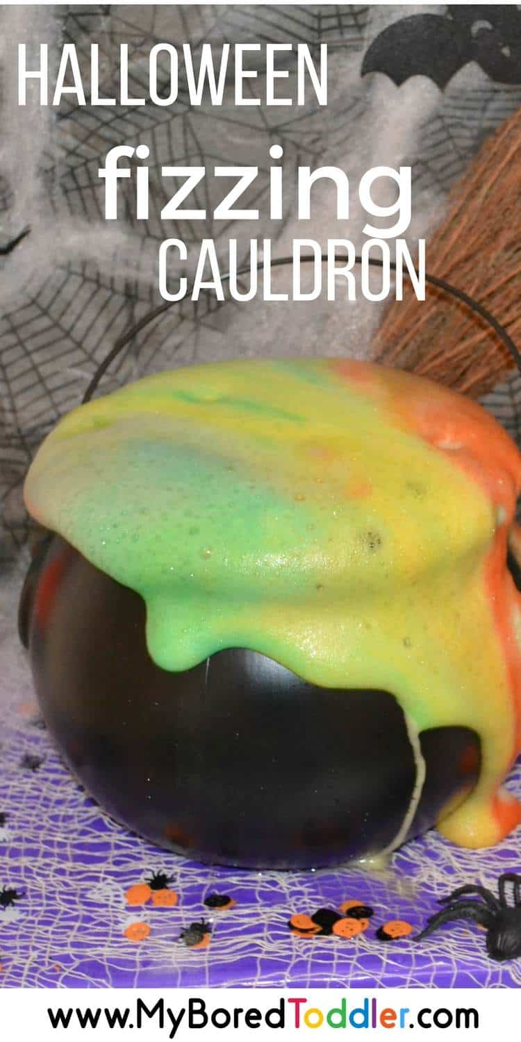 Halloween Fizzing Cauldron using bicarb soda and vinegar. A great sensory Halloween activity for toddlers, preschoolers and home schoolers. #halloween #halloweensensoryplay #toddleractivity
