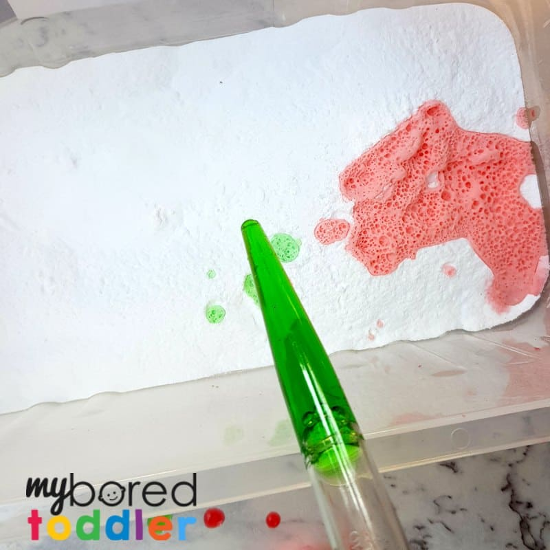 fizzing colorful sensory bin for toddlers with baking soda and vinegar