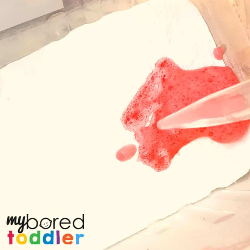 fizzing sensory bin for toddlers vinegar baking soda