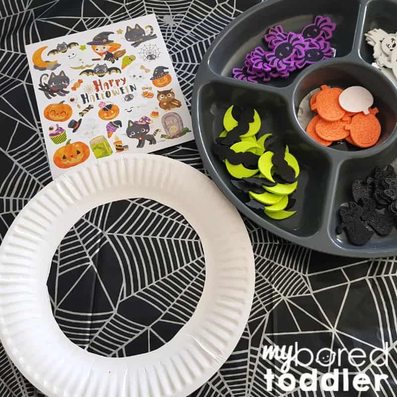 easy halloween sticker wreath for toddlers step 1