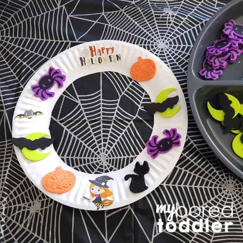 easy halloween sticker wreath for toddlers step 3