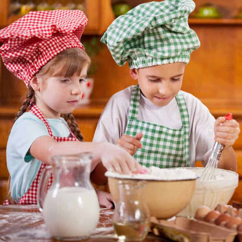 5 Ways your kids can help in the kitchen!